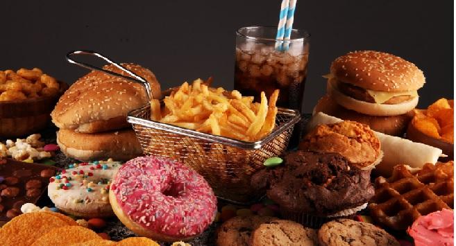 Britain to ban daytime junk food ads on TV, Internet
